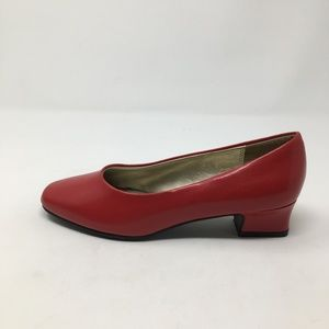 SOFT STYLE HUSH PUPPIES RED KITTEN HEEL 6M